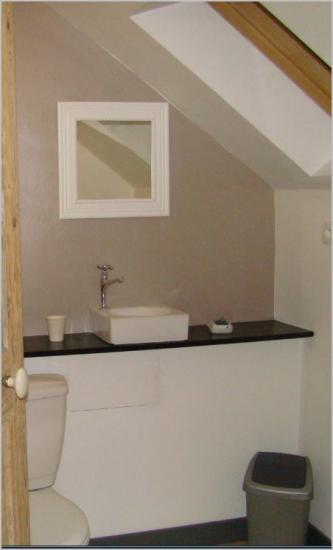 wc de l'étage avec petit lavabo